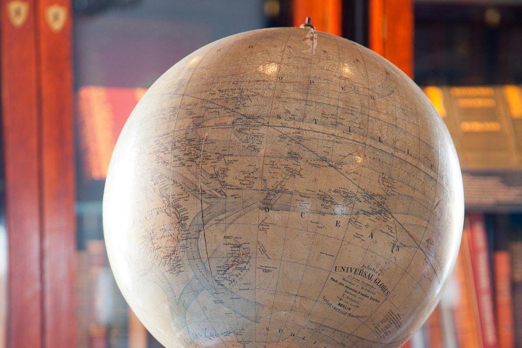 Vanha karttapallo.