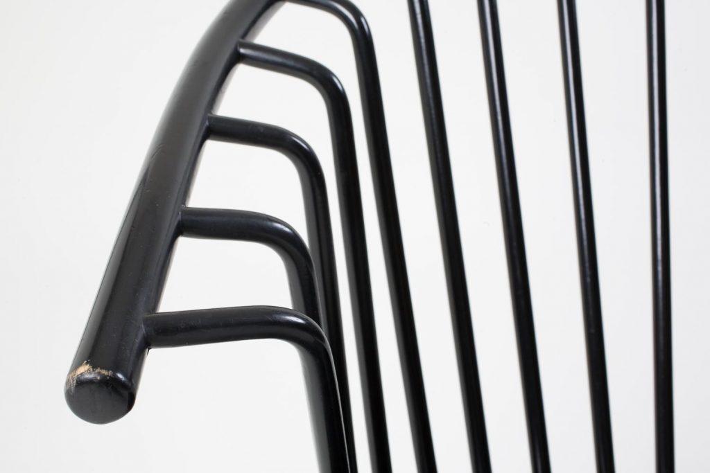 Mustan Asko-tuolin käsinoja