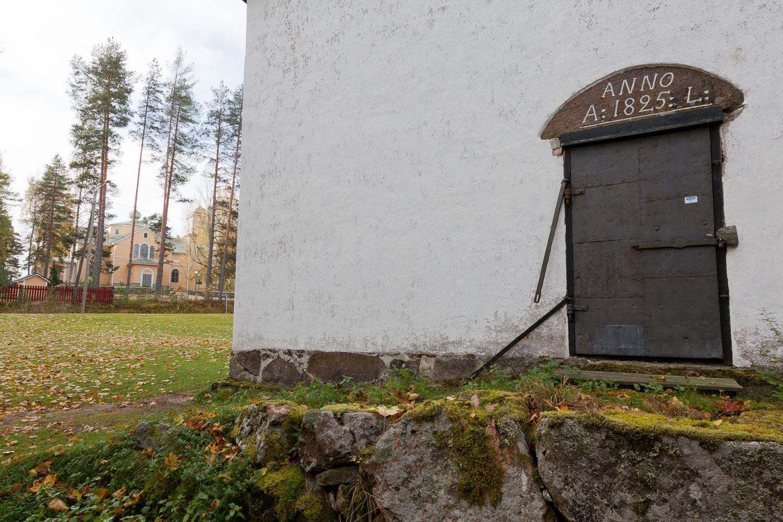 Vanha viljamakasiini, jossa esillä Artjärven kotiseutumuseon näyttely.